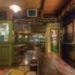 Una delle sale interne al Kinsale Irish pub di Nettuno