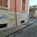 I marciapiedi rivestiti con la guaina in via Gorizia