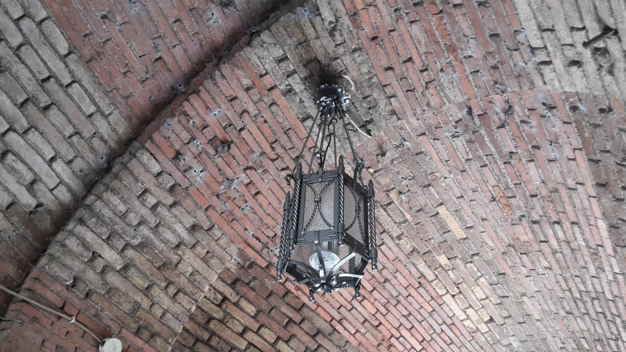 Nettuno - I lampadari del fabbro Righini illuminano il Borgo